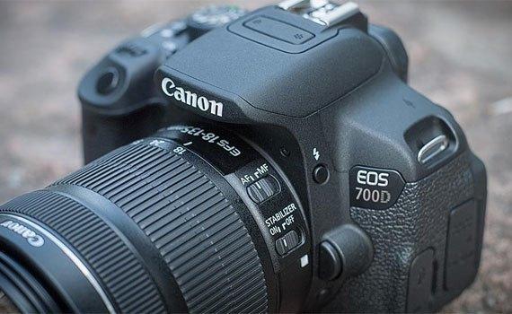 Máy ảnh chuyên nghiệp Canon EOS 700D kèm theo ống kính rời tiện lợi