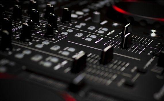 Amply Acnos SA9000 chỉnh âm đa dạng
