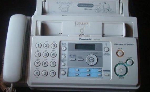 Máy fax Panasonic KX-FP701 trang bị màn hình LCD