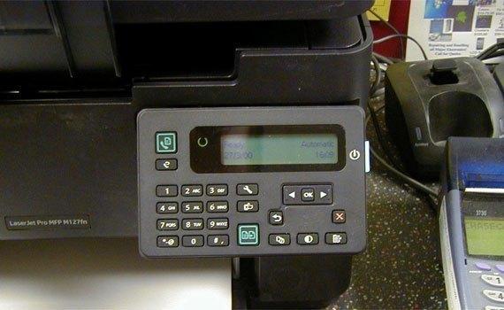 Máy in laser HP Pro M127FN trang bị màn hình LCD