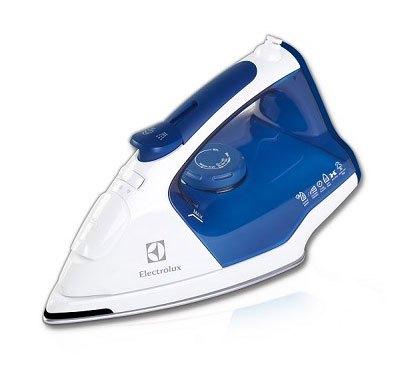 Bàn ủi hơi nước Electrolux ESI5223 có thiết kế nhỏ gọn