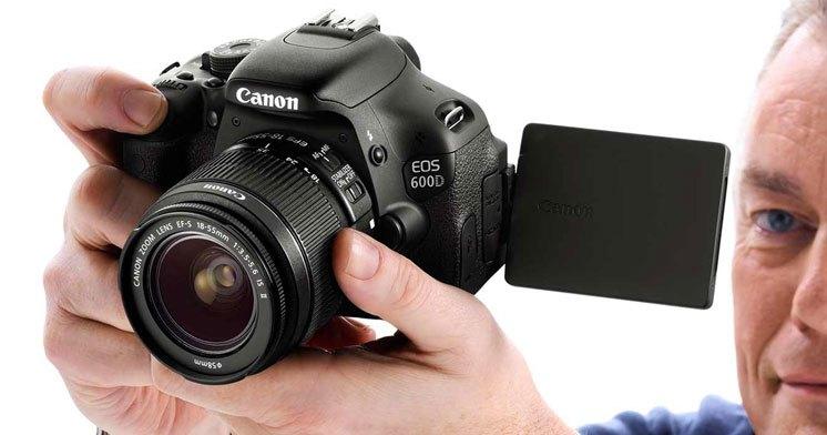 Máy ảnh Canon EOS 600D có màn hình LCD đa góc ngắm hiện đại rất rõ nét. Máy ảnh Canon EOS 600D rất thích hợp cho những bạn mới tập chơi máy ảnh ống kính rời.