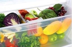 Ngăn rau củ tủ lạnh Electrolux ETB2102PE-RVN có bộ kiểm soát độ ẩm