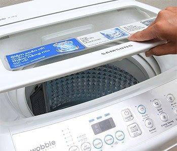 Máy giặt Samsung WA82H4200SW có nắp bằng kính cường lực trong suốt