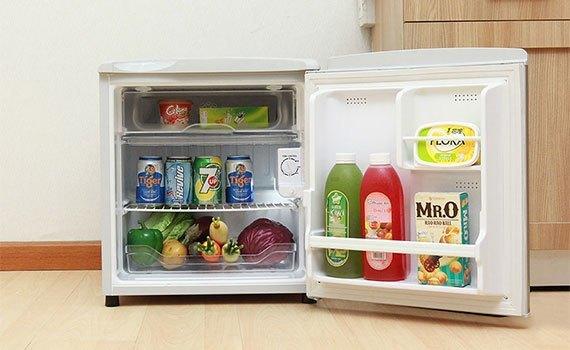 Tủ lạnh Aqua AQR-55AR (SG) làm đá nhanh rất tiện lợi