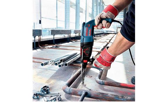 Máy khoan búa Bosch GBH 2-26 DRE khoan trên nhiểu chất liệu