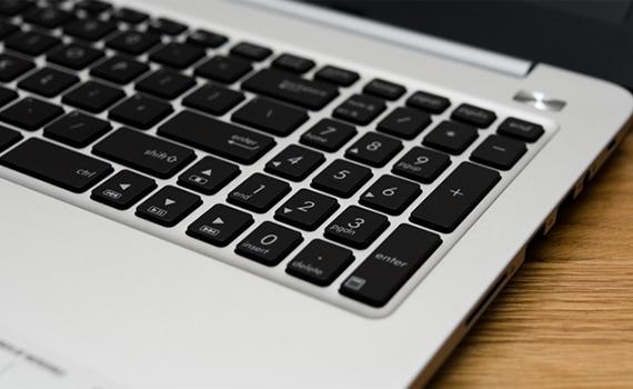 Máy tính xách tay Asus K501LX trang bị bàn phím số phụ