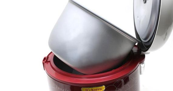 Lòng nồi cơm điện Cuckoo CR-1122 2L thiết kế chống dính