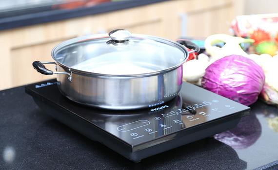 Bếp điện từ Philips HD4932 có công suất 2100W