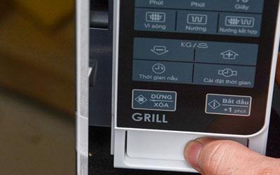Lò vi sóng Sharp R-G271VN 20 lít giá tốt tại nguyenkim.com