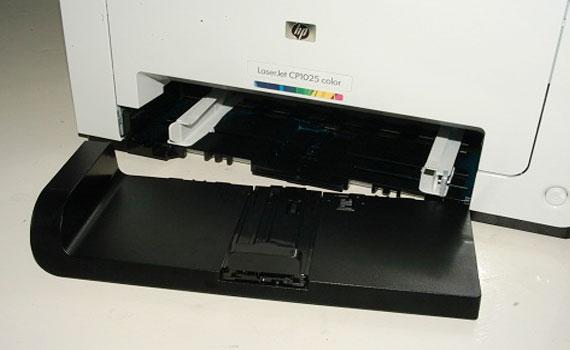 Máy in laser HP LaserJet Pro CP1025 sở hữu khay đựng giấy lớn