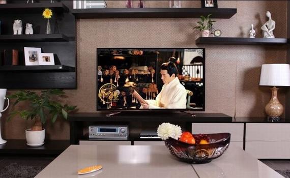 Tivi UHD TCL L40E5900 thiết kế mỏng, hiện đại