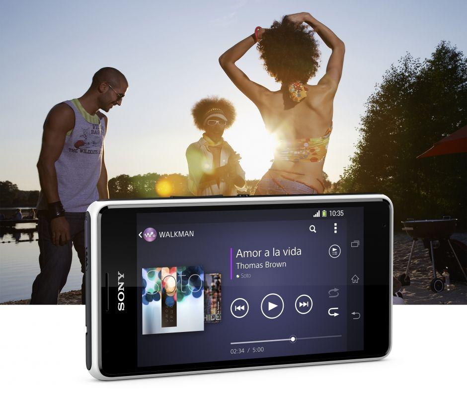 Điện thoại Sony Xperia E1 SM D2005 mang đến cho bạn trải nghiệm âm nhạc mạnh mẽ, sôi động.
