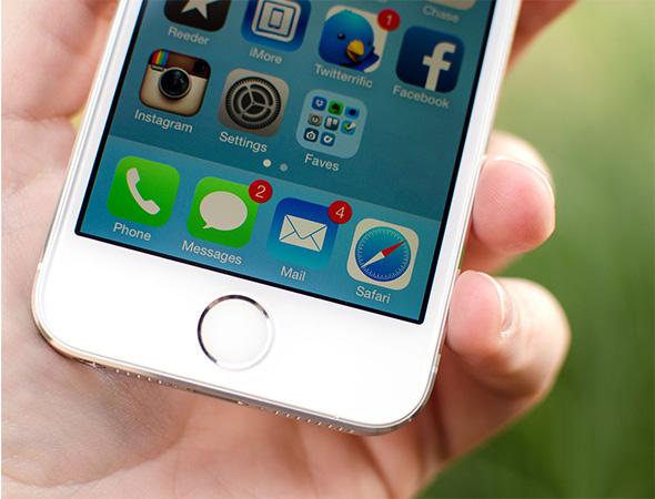 Điện thoại iPhone 5s 16GB màu bạc với cảm biến vân tay Touch ID