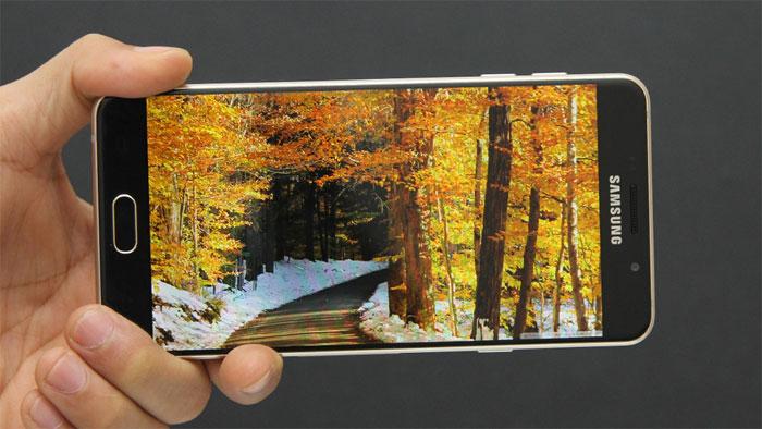 Điện thoại Samsung Galaxy A7 Gold màn hình Super AMOLED 5.5 inch