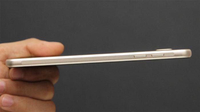 Điện thoại Samsung Galaxy A7 Gold thiết kế nguyên khối kim loại