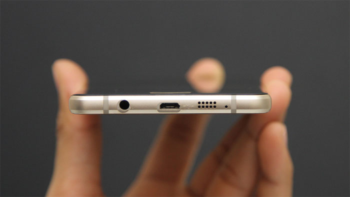 Điện thoại Samsung Galaxy A7 Gold tích hợp công nghệ sạc nhanh