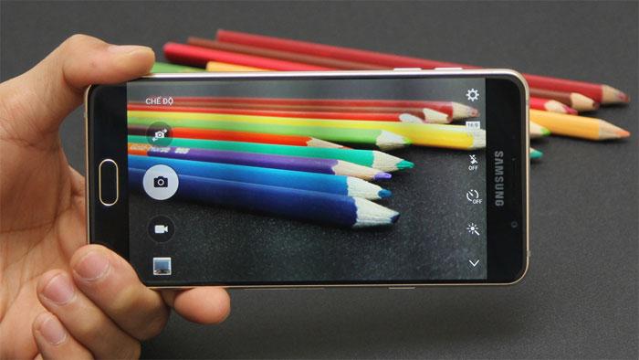 Camera 13MP chống rung OIS trên điện thoại Samsung Galaxy A7 Gold