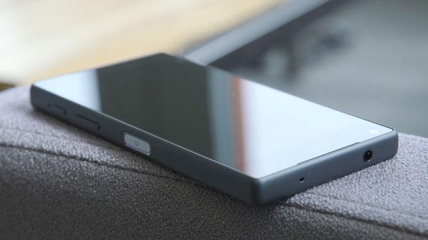 Sony Xperia Z5 Dual chính hãng màu đen chip Snapdragon 810 Ram 3GB