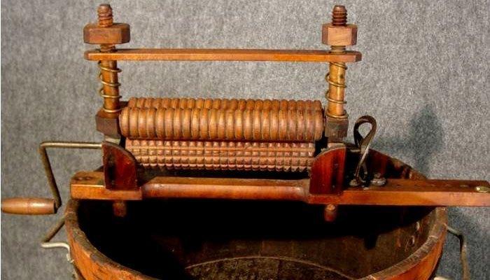 máy giặt quay được ra đời vào năm 1858