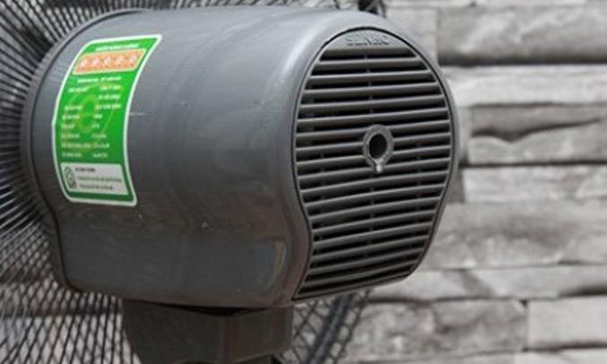 QUẠT ĐỨNG SENKO DCN1806 ĐEN KÉT - Bền đẹp với mootor bạc