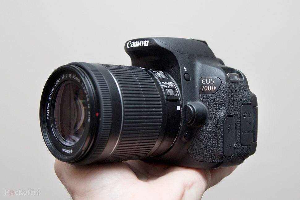 Máy ảnh chuyên nghiệp Canon EOS 700D dễ dàng mang theo bên mình