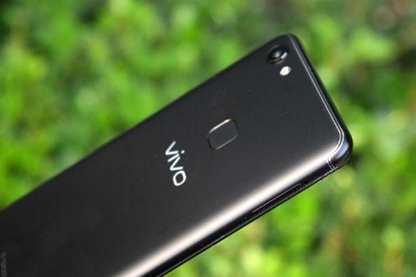 Nên lựa chọn thế nào giữa 2 smartphone Vivo V7 và Vivo V7 Plus
