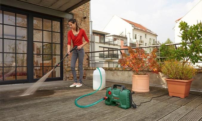Máy phun xịt rửa áp lực cao Bosch AQT 100 có chế độ tự động bơm